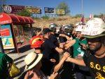 Los bomberos madrileños salen a saludar a la marcha negra de los mineros